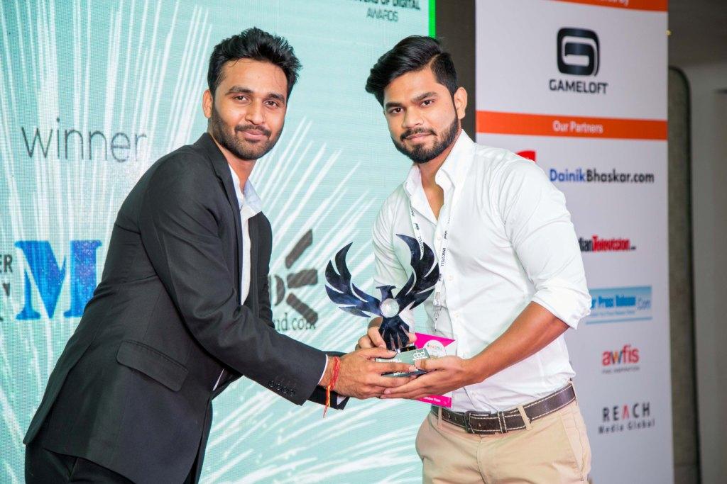 sharat-nikhil-picking-the-best-indian-blog-award